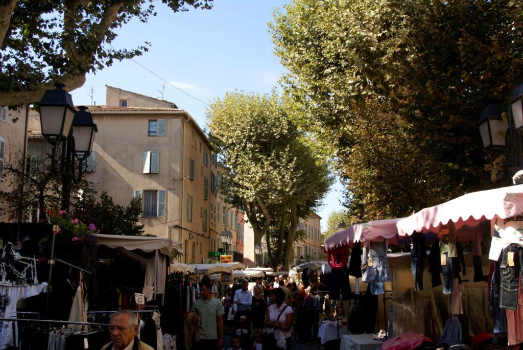 Lorgues - Place du Revelin  - markt