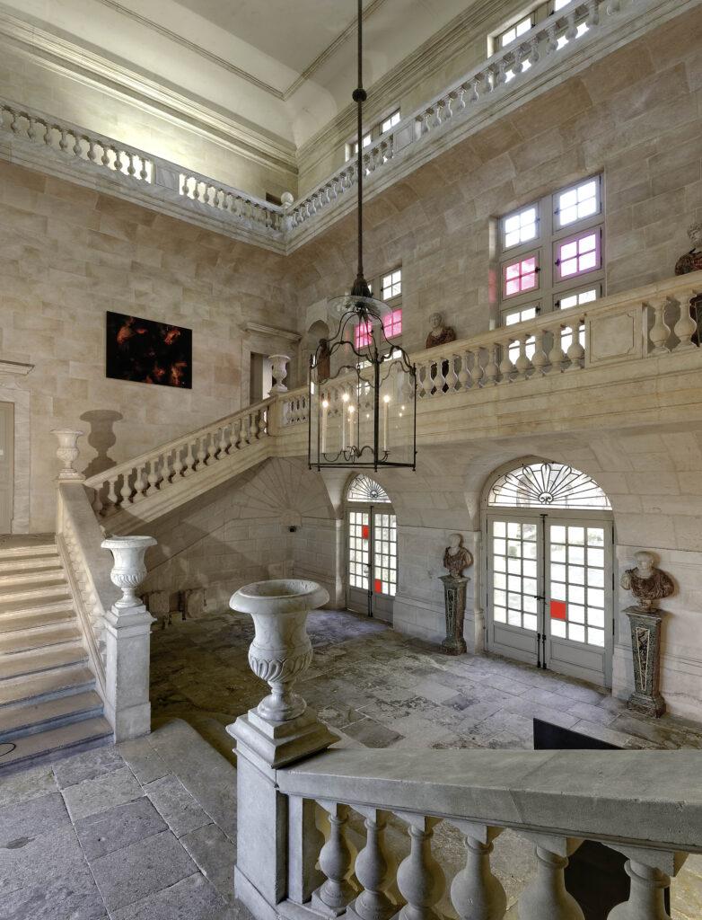 Chateau Suze-la-Rousse interieur