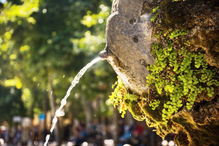 water-fountain-3864464_1920