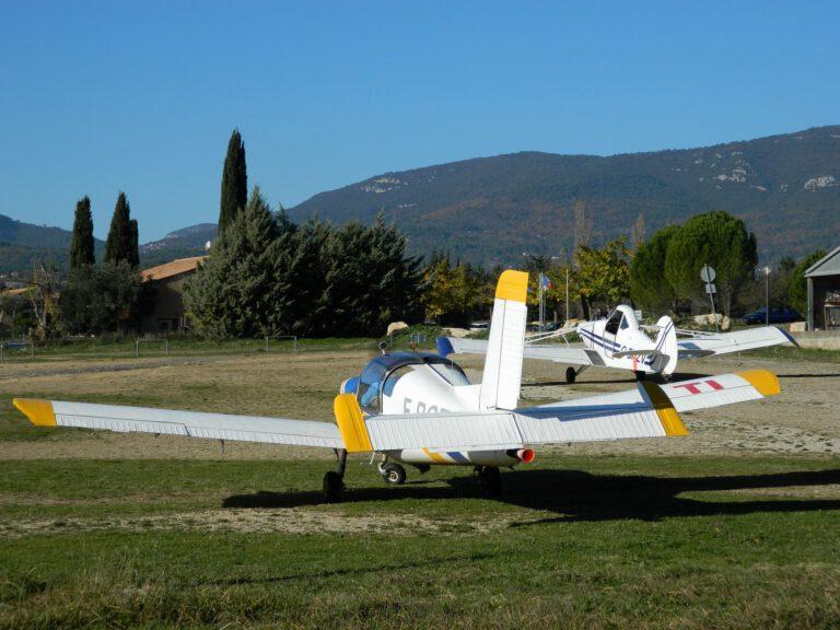 aerodrome-1872945_1920