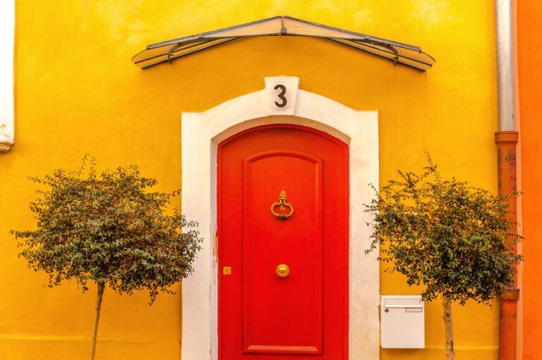 door-2103035_1920