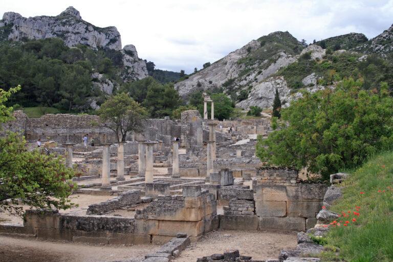 Saint-Rémy-de-Provence_-_Glanum_from_north_2