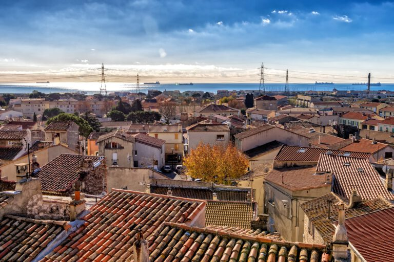 roofs-2995355_1920